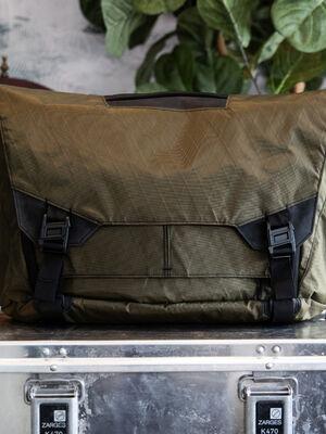 Parallax Messenger Bag 15L SE : Olive