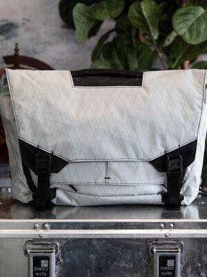 Parallax Messenger Bag 15L SE : Ghost