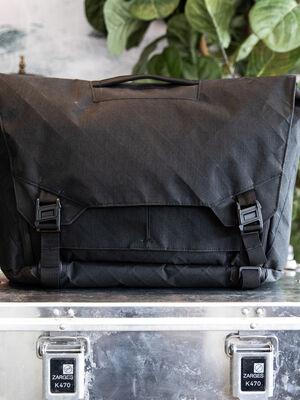 Parallax Messenger Bag 15L SE : North Sails 1000D