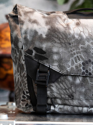 Parallax Messenger Bag 15L SE : Kryptek Raid