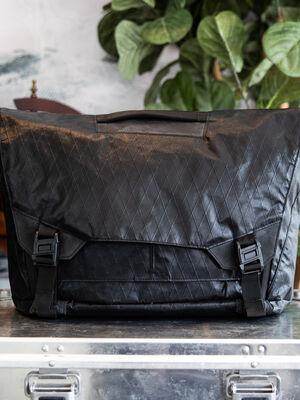 Parallax Messenger Bag 15L SE : VX21 Cire Black